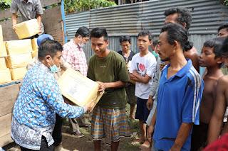 Ketua LKKS Ibu Riana Sari Arinal Serahkan Bantuan Sembako untuk Korban Banjir di Teluk Betung Timur