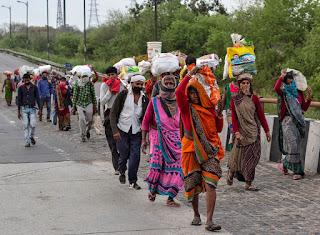 migrant workers returning home प्रवासी यात्रियों के घर वापस लौटने के खतरे