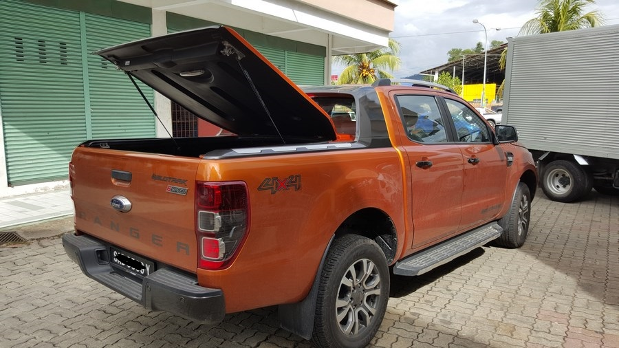 jrj 4x4 accessories sdn bhd ford ranger t6 sueprlid and roller shutter. Black Bedroom Furniture Sets. Home Design Ideas
