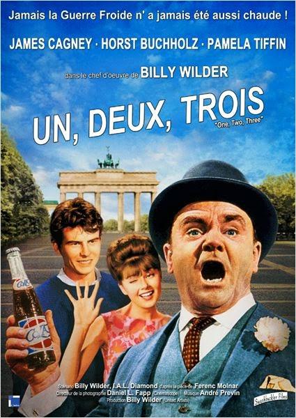 L'affiche du film Un, deux, trois de Billy Wilder avec James Cagney devant la Porte de Brandebourg