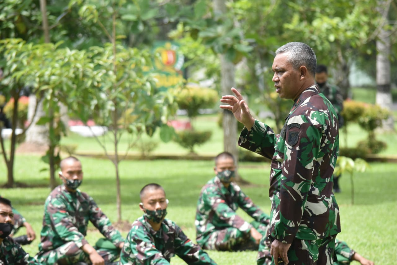 Danrem 043/Gatam Beri Arahan Kepada Prajurit Batalyon 143/TWEJ.