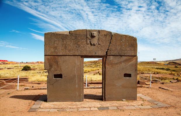 Top 10 bí ẩn đến nay khoa học vẫn bó tay: Đường hầm hời gian, hòn đá Thánh biết bay