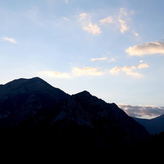 La vue sur les montagnes à Belvédère.