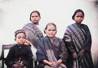 wanita dan anak-anak dari keluarga raja pontas di pearaja