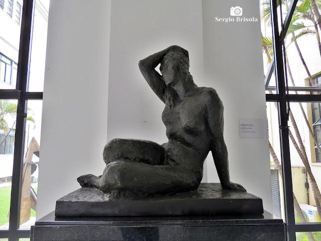 Close-up da Escultura Nu Sentado - Palácio dos Bandeirantes - São Paulo