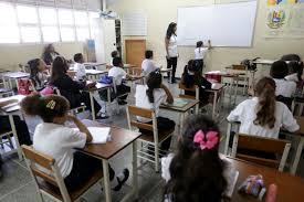 Maduro anunció que estudian la posibilidad de iniciar las clases con presencia parcial