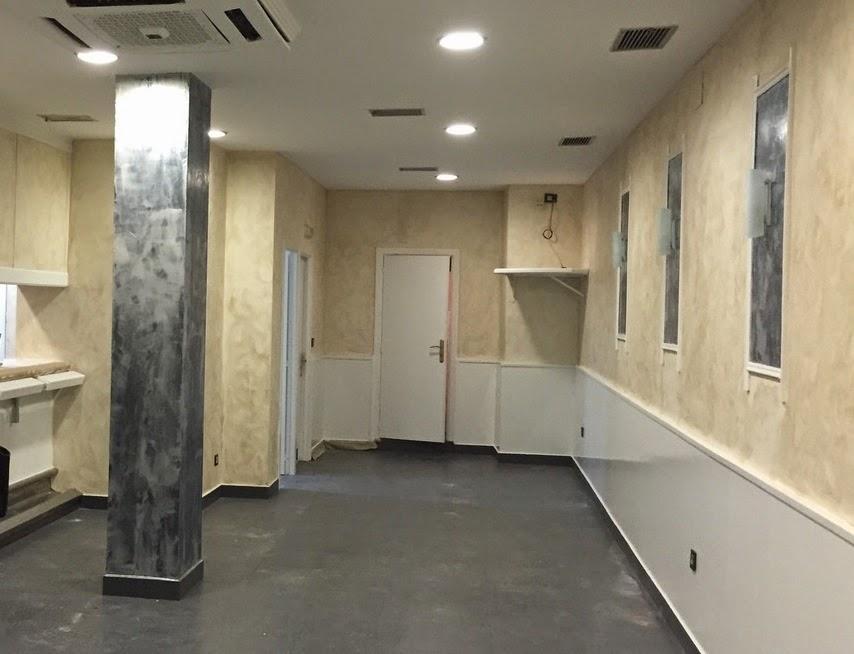 Recikla arte renovando un bar en eibar for Paredes blanco roto