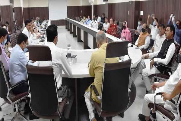 faridabad-dc-yashpal-yadav-and-mlas-meeting-to-help-poor-labor