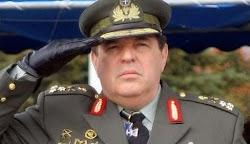 Εκείνο το βράδυ ο αρχηγός ΓΕΕΘΑ ο ναύαρχος Λυμπέρης περίμενε έξω από την πόρτα του γραφείου του πρωθυπουργού στο Μαξίμου και δεν έγινε δεκτό...