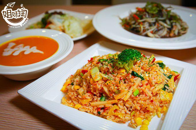 外送平台上的人氣素食餐廳,炒飯粒粒分明口味超多,火鍋烏龍麵燉飯樣樣賣,以後的晚餐有新選擇!蔬坊Soo Fun
