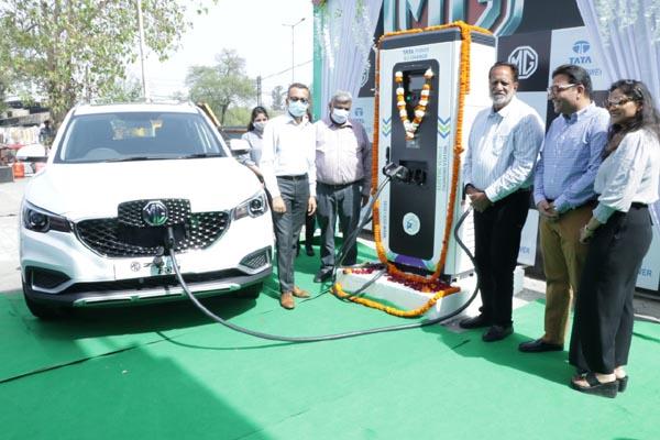 Balkar Singh Sandhu, Mayor (Municipal Corporation) Ludhiana, inaugurating EV charging station in Ludhiana