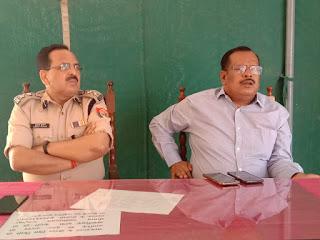 कल दुकानें बंद करने की अफवाह फैलाने वालों पर होगी कार्रवाई : डीएम जौनपुर   #NayaSabera