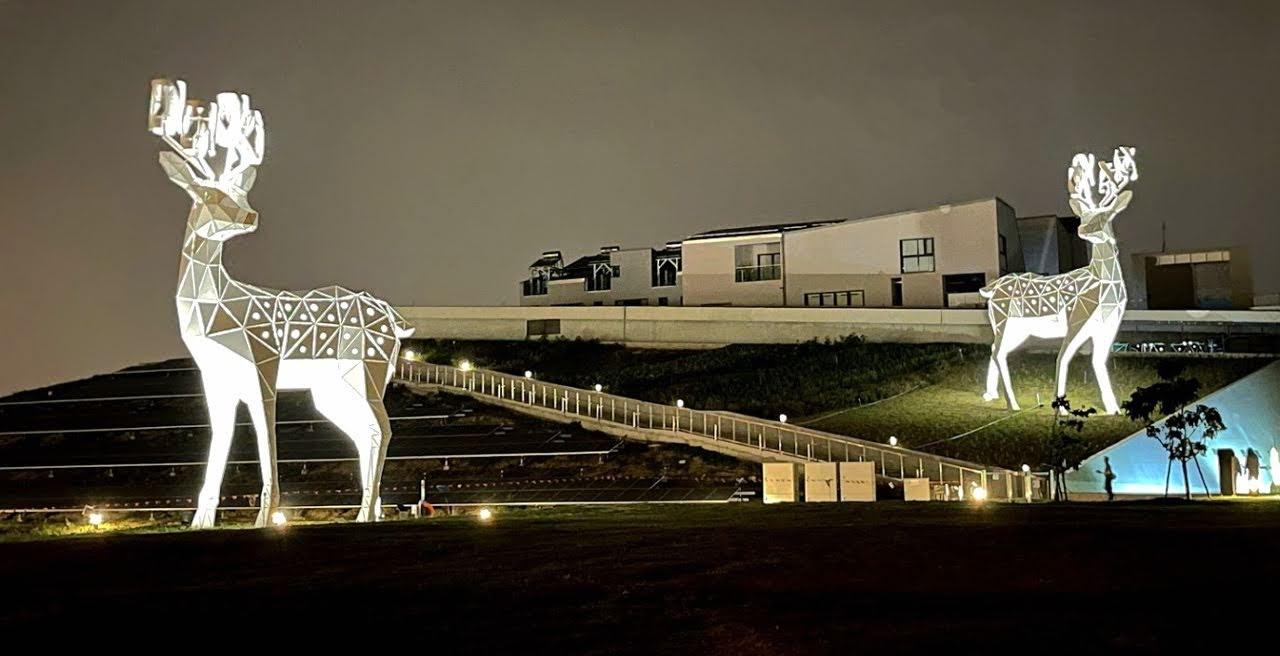 巨大🦌梅花鹿現蹤台南綠能示範場域|夜晚✨照亮科技伊甸園 |角上還是發電機唷!