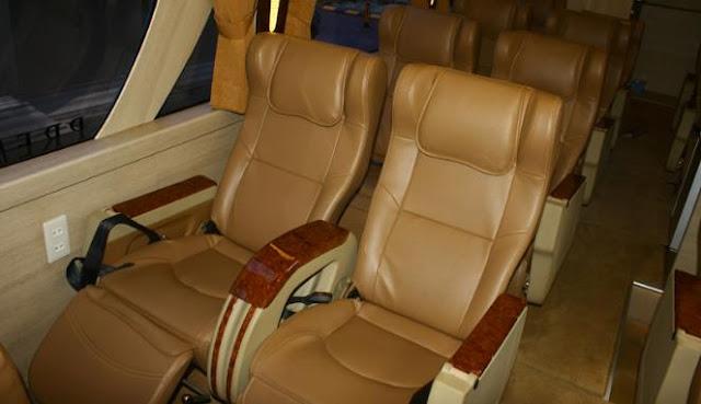 12 kursi yang berdesain layaknya pesawat kelas bisnis