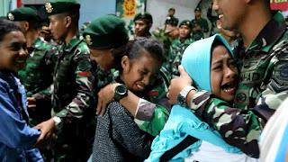 Suasana Sedih dan Haru Warnai Perpisahan Satgas 313 Kostrad dengan Warga Perbatasan Papua