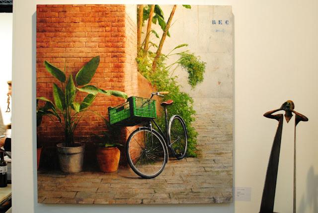 Schilderij met fiets door Carlos Diaz op kunstbeurs FOR REAL