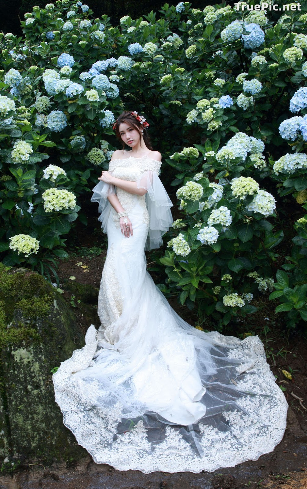 Image Taiwanese Model - 張倫甄 - Beautiful Bride and Hydrangea Flowers - TruePic.net - Picture-3