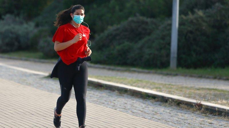 olahraga pakai masker
