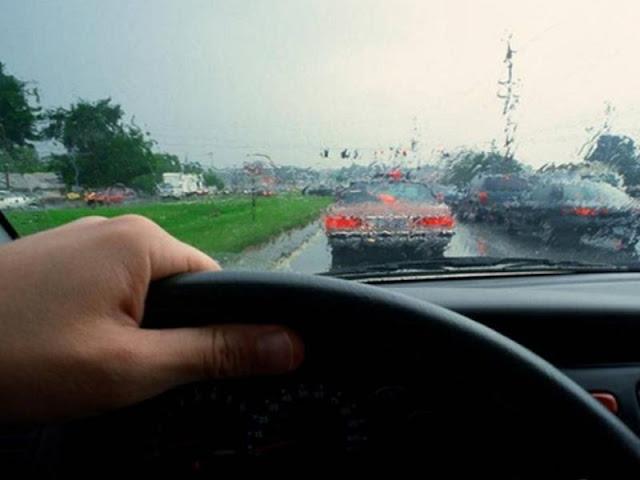 5 Cara Berkendara Aman dalam Kondisi Hujan