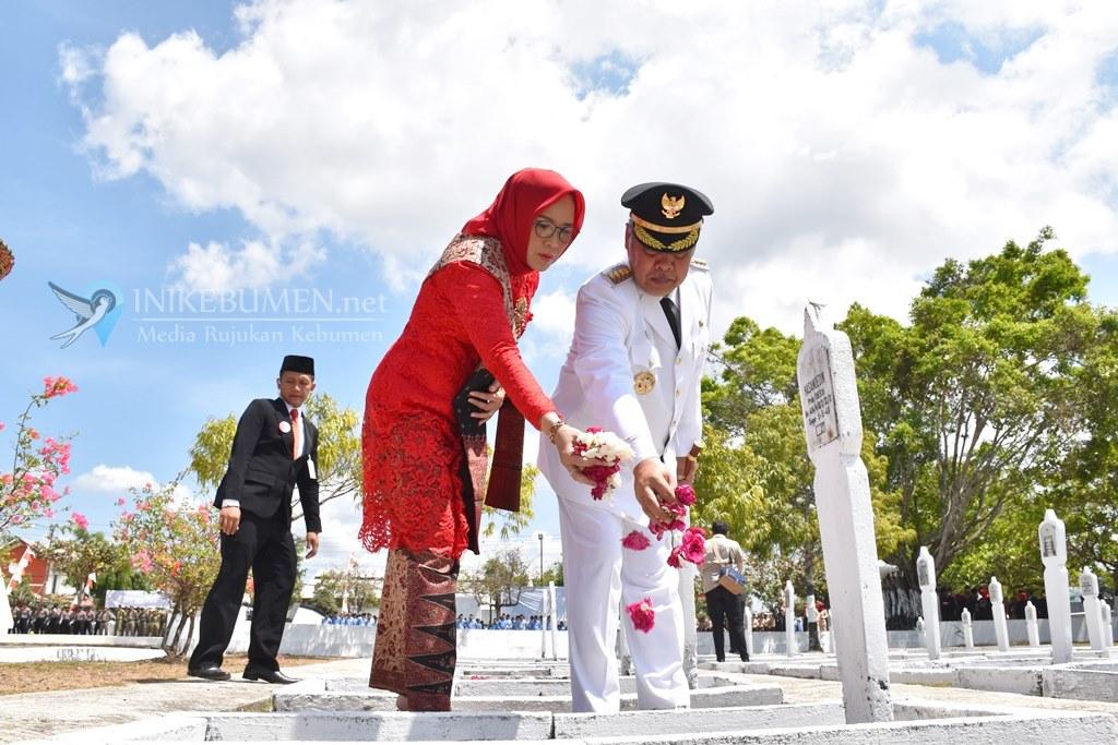 HUT ke-74 RI, Bupati Kebumen jadi Inspektur Upacara dan Ketua Sementara DPRD Baca Teks UUD 1945