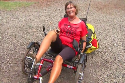 Após passar por 30 países, turista francesa tem triciclo furtado no Paraná