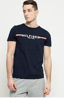 Tricou negru din colectia Tommy Hilfiger.