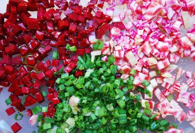 Salade aux betteraves, cébettes, myrtilles et brebis