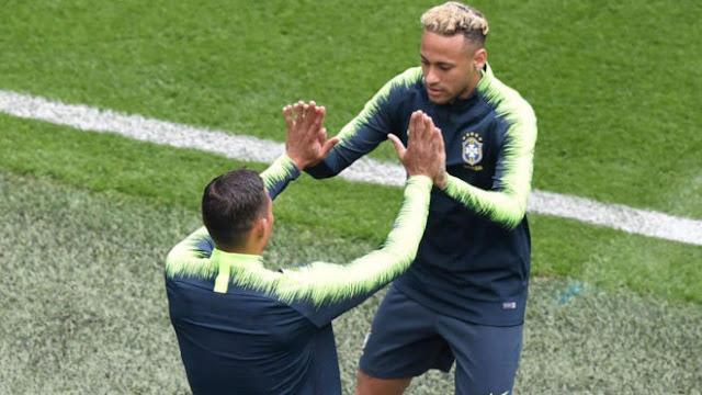 Chơi đẹp với đối thủ, Thiago Silva bị Neymar sỉ nhục