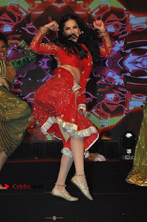 Bollywood Actress Model Sunny Leone Dance Performance in Red Half Saree at Rogue Audio Launch 13 March 2017  0122.jpg