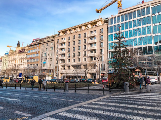 3 days in Prague at Christmas: Wenceslas square tree