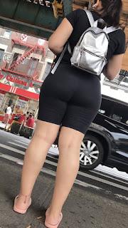 Guapa mujer nalgona spandex tanga marcada