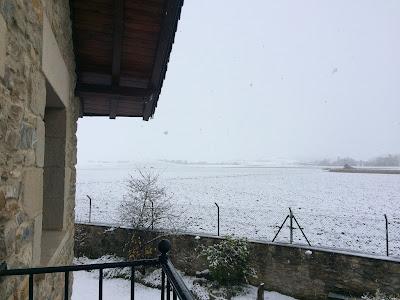 Paisaje nevado visto desde Agroturismo Arkaia. Nieve en Arkaia. Vitoria - Gasteiz