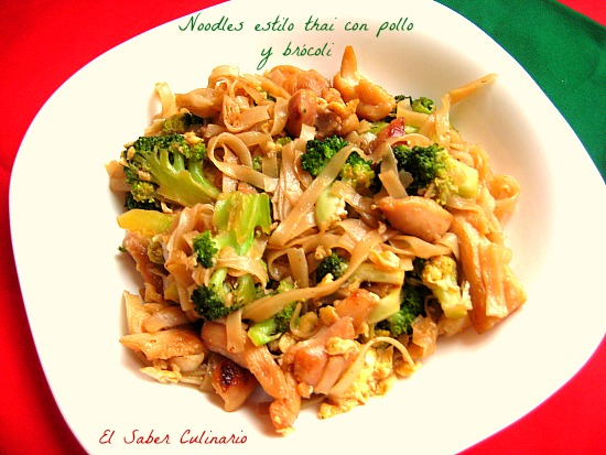 Noodles-thai-pollo-brocoli