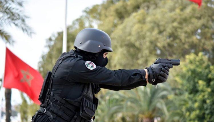 إشهار المسدسات لتوقيف لص هائج بفاس روع المواطنين وهدد الشرطة بسلاحه الأبيض