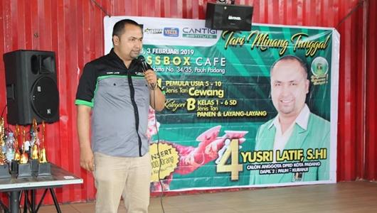 Yusri Latif Apresiasi Lomba Tari Minang Tunggal di Pauh