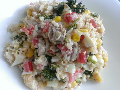 Tuńczyk z ryżem i brokułem