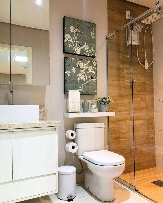 Banheiro com porcelanato amadeirado
