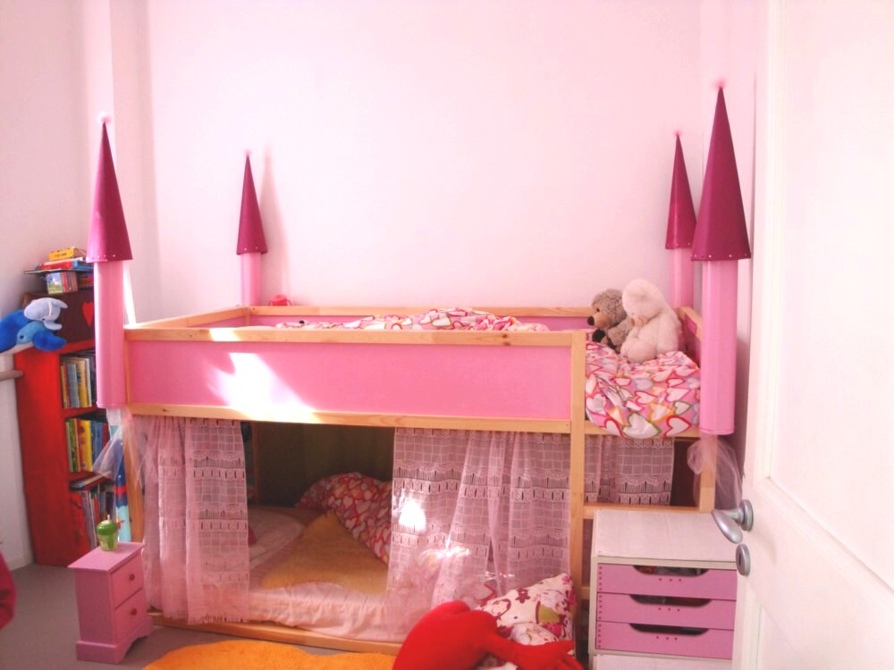 Letto A Castello Con Tenda.A Creative Anna Diy A Castle Bunk Bed Letto A Castello