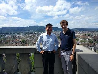Chụp với Giáo sư Adrian Perrig, giám đốc ETHZ NetSec Group, Thụy Sỹ, cựu giám đốc CMU CyLab