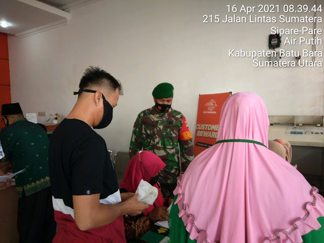 Dalam Rangka Pembagian BST Diwilayah Binaan, Personel Jajaran Kodim 0208/Asahan Turut Dampingi Penyerahannya