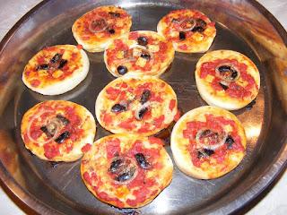 pizza, retete, minipizza, mini pizza, reteta, preparare pizza, pizzerie, retete de ,amcare, retete culinare, retete de post,