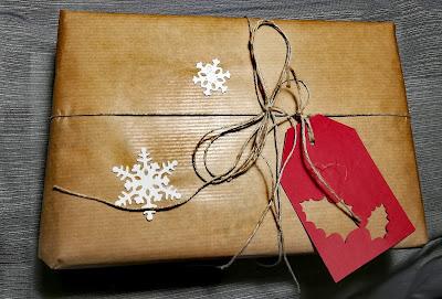 Pakowanie prezentów na ostatnią chwilę.