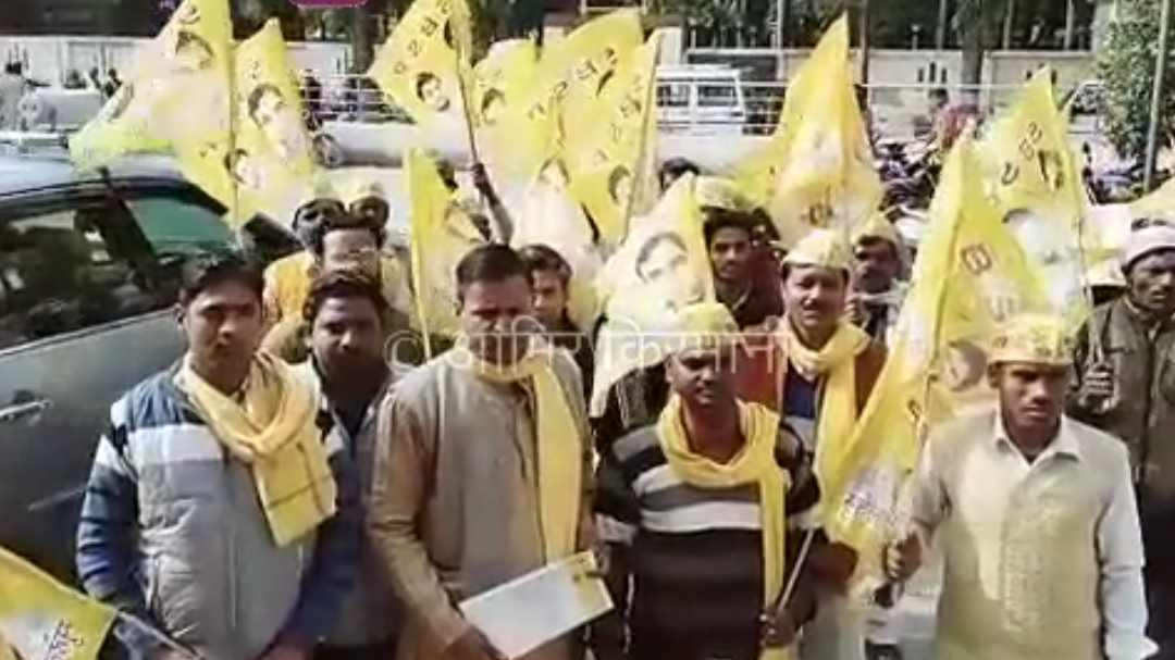 Hardoi हरदोई कलेक्ट्रेट में सुभासपा कार्यकर्ताओं ने धरना प्रदर्शन कर आन्दोलन की चेतावनी दी