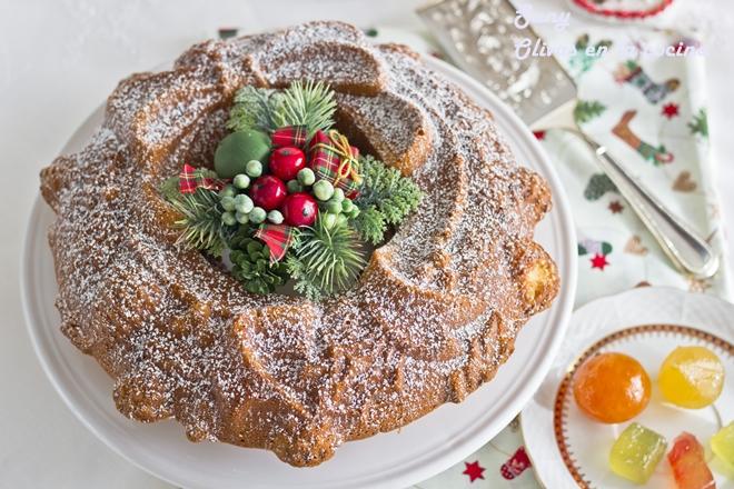 Bundt cake con frutas escarchadas