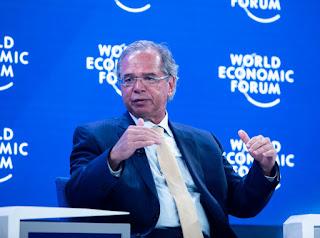 Paulo Guedes fala de recuo do PIB se quarentena se estender
