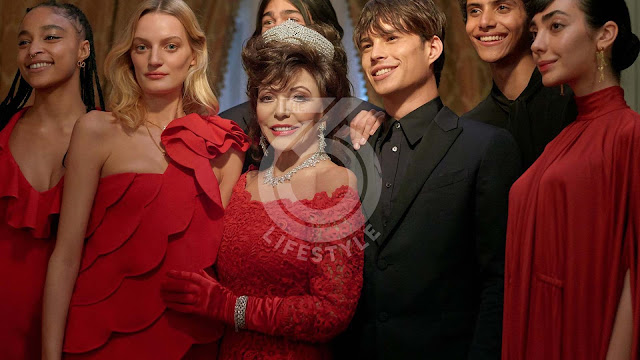 Joan Collins, flamboyant guest of the Valentino Christmas Campaign