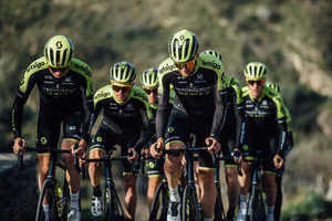 Le bici del team World Tour Mitchelton-SCOTT con gomme Pirelli al Tour UAE