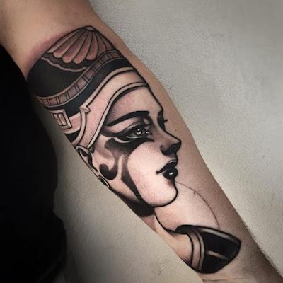 Ideas de tatuajes egipcios femeninos delicados originales