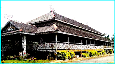 Traditional house in East Kalimantan Full, pictures and Explanation