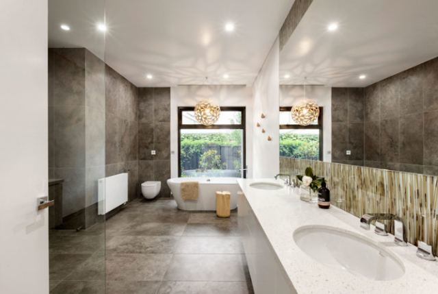 Visual textures will make the marble bathroom feel warm